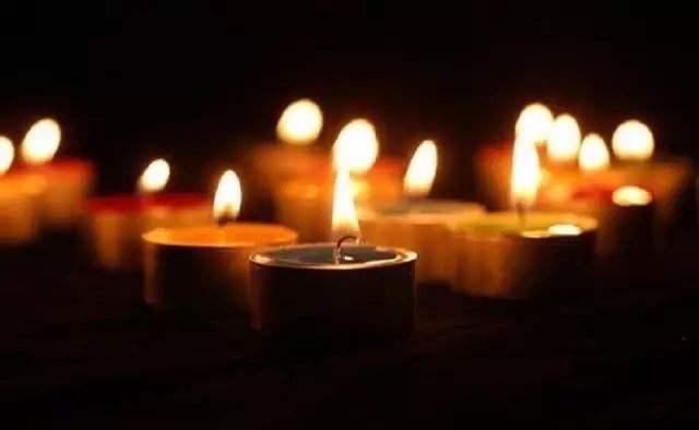 雨滴资源网哀悼在抗击新冠肺炎斗争中的牺牲烈士和逝世同胞